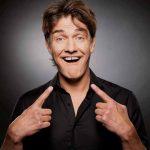 """23.10.2021 – Comedy-Star präsentiert neues und fünftes Bühnen-Programm """"Mut zur Lücke"""""""
