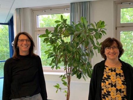Andrea Behrendt, Beauftragte für Chancengleichheit am Arbeitsmarkt; Heike Schönlau, Berufsberaterin im Erwerbsleben. Foto: ©Agentur für Arbeit Detmold